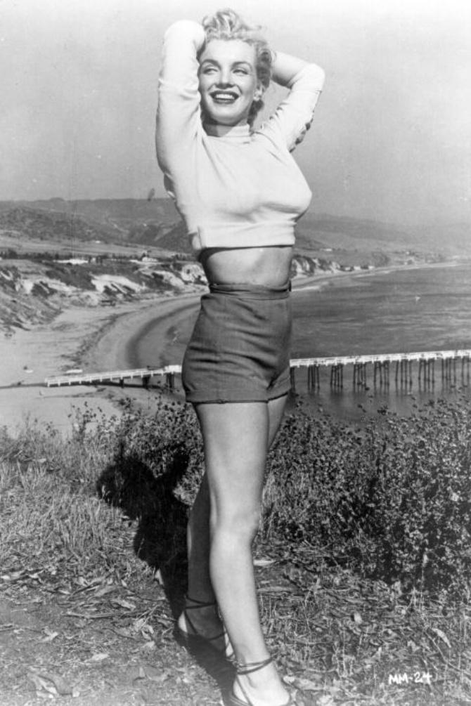 Jessica Parker Kennedy Brüste