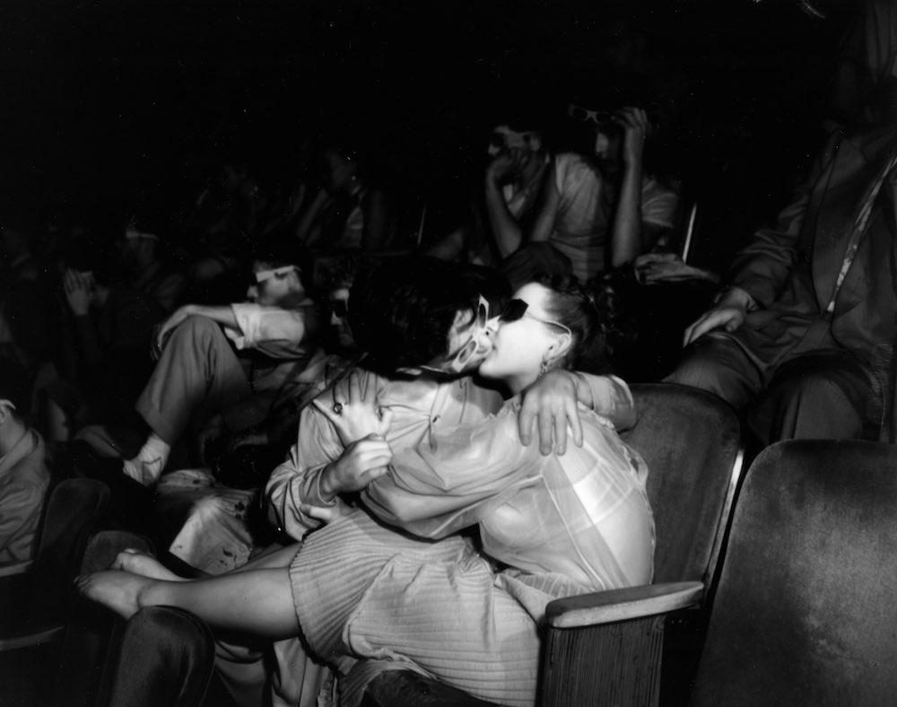 эротические фото в кинотеатре стал для