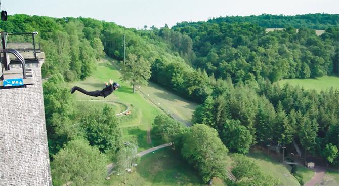 http://xage.ru/media/posts/2015/6/30/first-wireless-bungee-jump-ikea.jpg