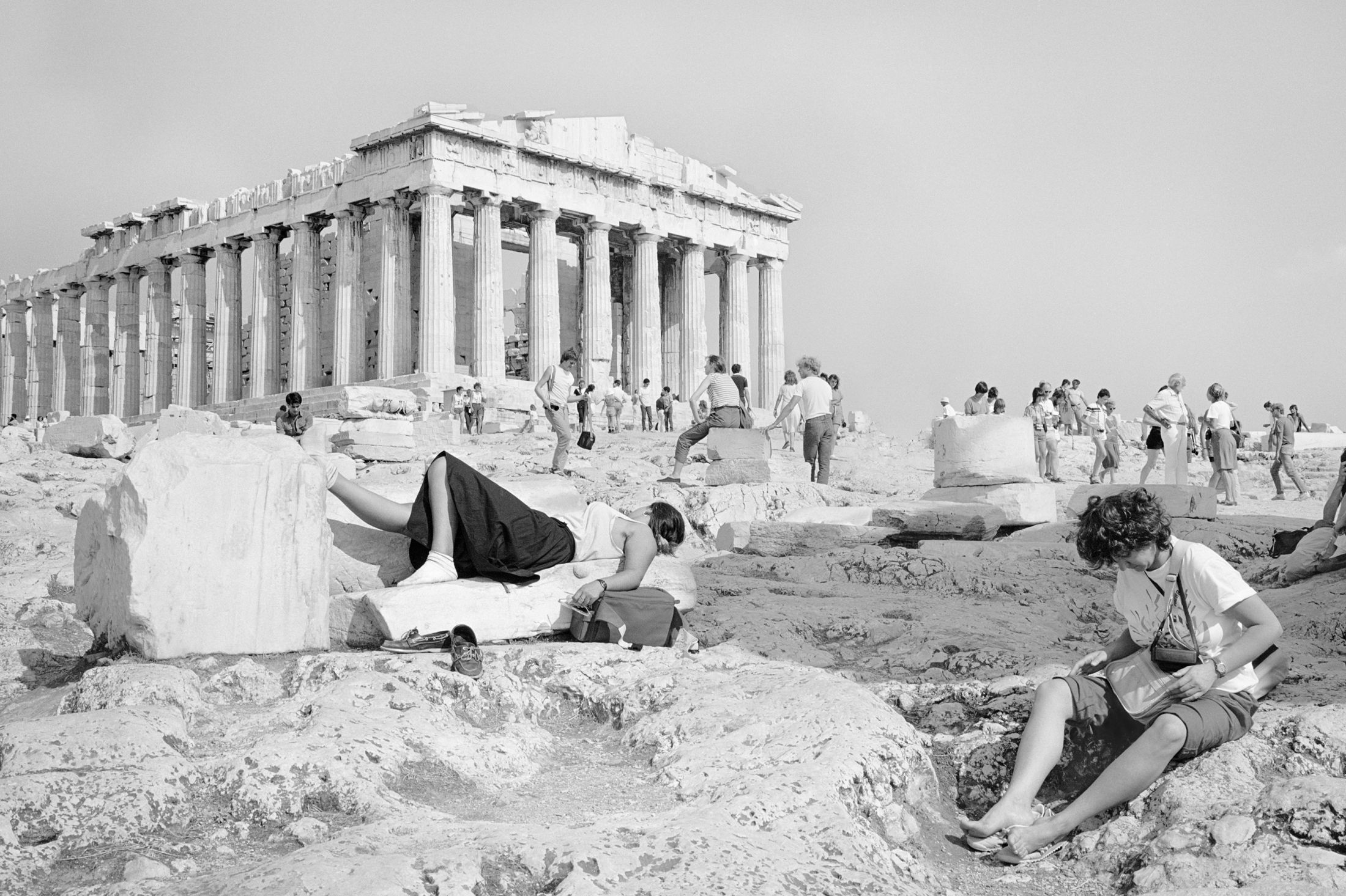 https://xage.ru/media/posts/2019/11/25/on-acropolis-photographs-of-summer-tourists_jT4QUvY.jpg