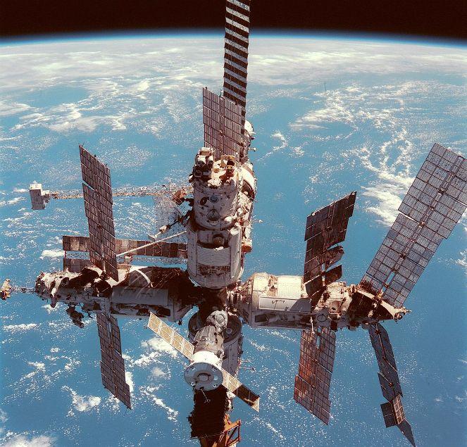 Cоветская орбитальная станция для полётов по околоземной орбите «Мир»