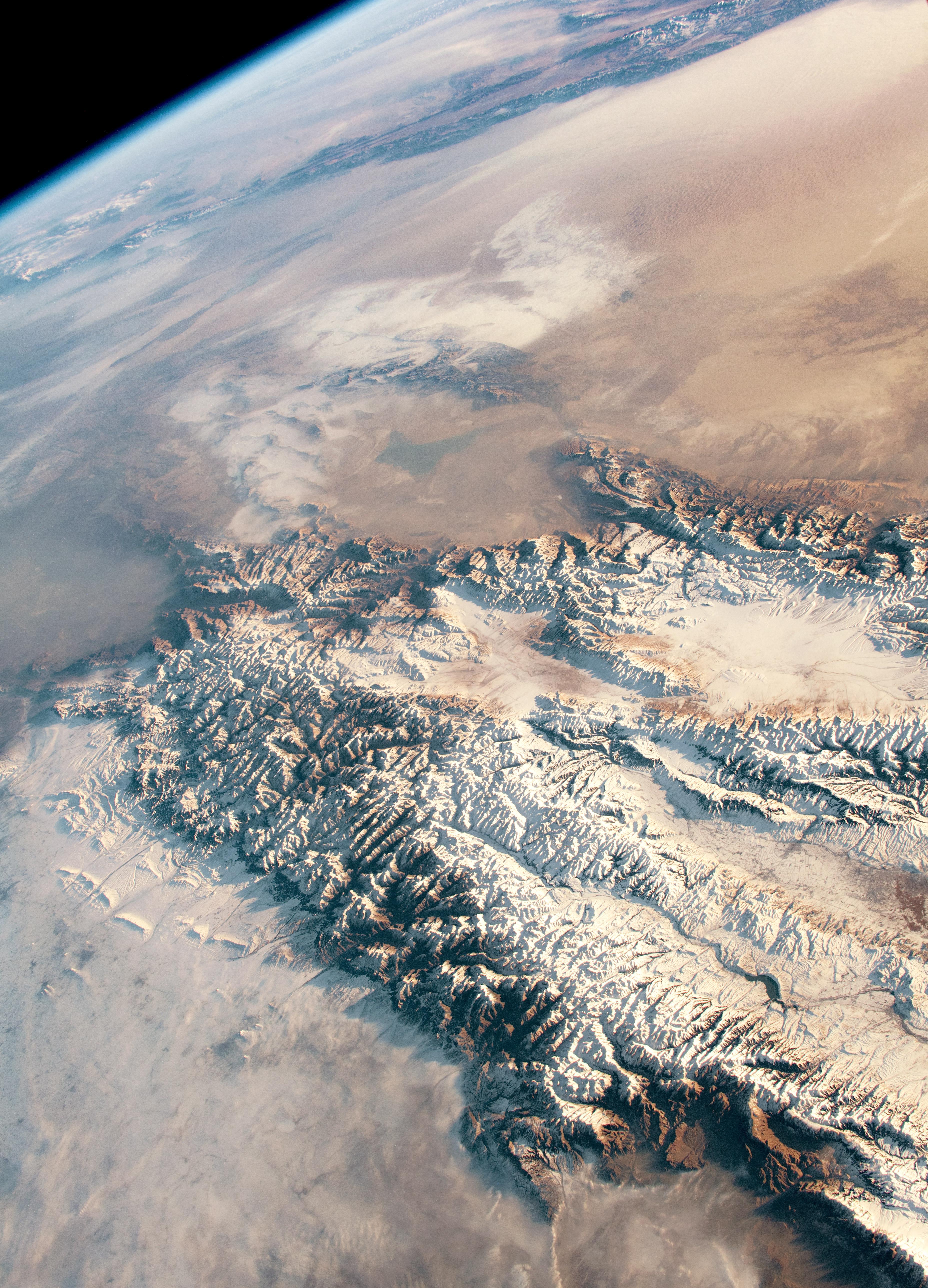 NASA отметило День Земли галереей 24 величественных фотографий, подчёркивающих красоту третьей планеты от Солнца