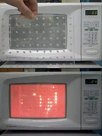 ...в микроволновке, точнее, он смог наглядно показать, что же происходит в микроволновой печи при приготовлении еды.