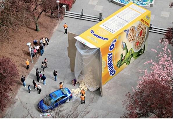 http://xage.ru/media/posts/2012/11/26/15-primerov-naruzhnoj-reklamy-kotoraja-tochno-privlechet-vashe-vnimanie_3.jpg