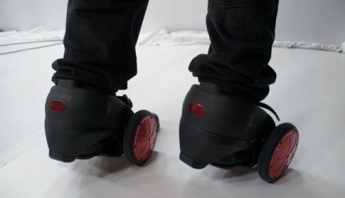 IT: робот-тарган, мультіджойстік і моторизовані черевики