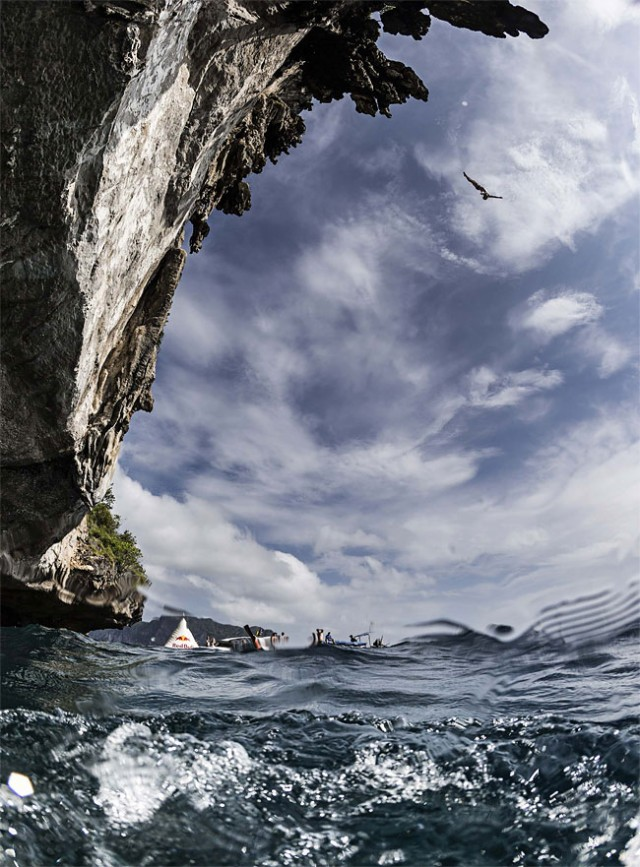 http://xage.ru/media/posts/2013/11/5/red-bull-cliff-diving-2013_1.jpg