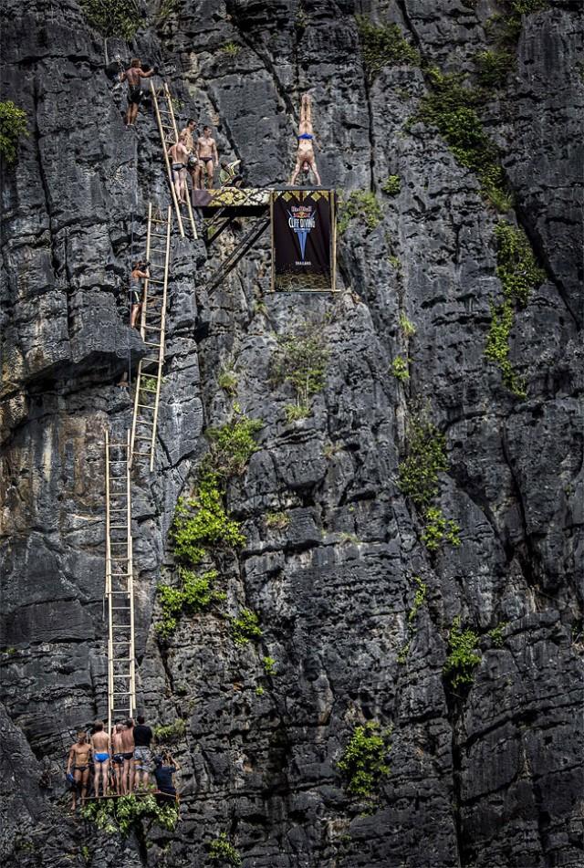 http://xage.ru/media/posts/2013/11/5/red-bull-cliff-diving-2013_2.jpg