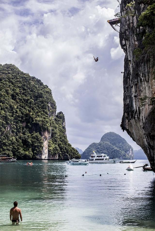 http://xage.ru/media/posts/2013/11/5/red-bull-cliff-diving-2013_4.jpg