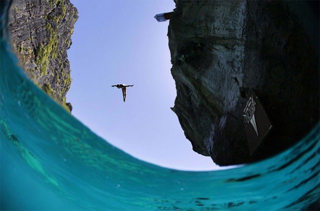 http://xage.ru/media/posts/2013/11/5/red-bull-cliff-diving-2013_6.jpg