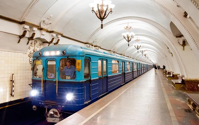 ЖМК: Питерде КР жараны метродо бир адамды поезд алдына түртүп жиберди